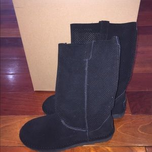 a3c952e89d3 NWT Ugg Classic Unlined Tall Perforated Boots NWT
